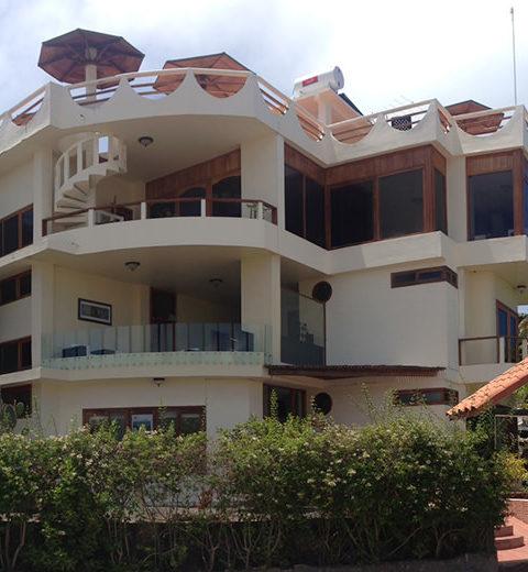 La Laguna Hotel Galapagos